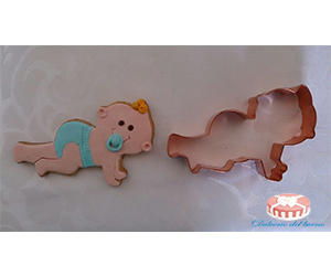 Cortador de cobre con forma de bebé gateando